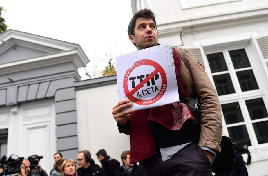 Des manifestants ont protesté hier à Bruxelles contre... (Photo Emmanuel Dunand, Agence France-Presse)