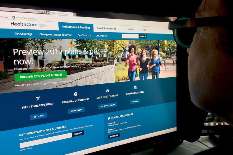 Les Américains devront payer l'année prochaine en moyenne... (PHOTO AFP)