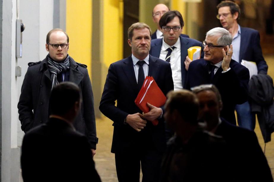 Le ministre-président de Wallonie Paul Magnette, au centre,... (Photo François Lenoir, REUTERS)