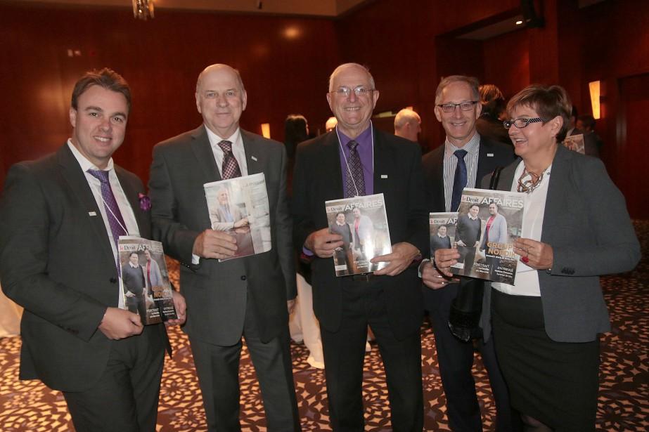 Mark Chatel, Denis Laframboise, Pierre Tessier, Michel Parent et Annick Schulz, du Réseau de développement économique et d'employabilité (RDÉE) de l'Ontario. (Etienne Ranger, LeDroit)