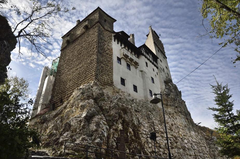 Le château de Bran, plus connu comme celui de Dracula, est situé en Transylvanie, une région du centre-ouest de la Roumanie. (AFP, Daniel Mihailescu)