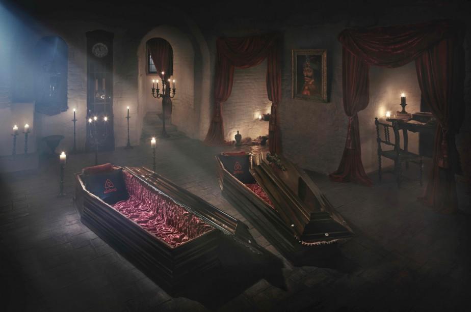 Un couple de courageux touristes passera la nuit de l'Halloween dans le château de Dracula en Transylvanie, une faveur sans précédent dans ce lieu mythique dont le nombre de visiteurs explose. (AFP, Daniel Mihailescu)