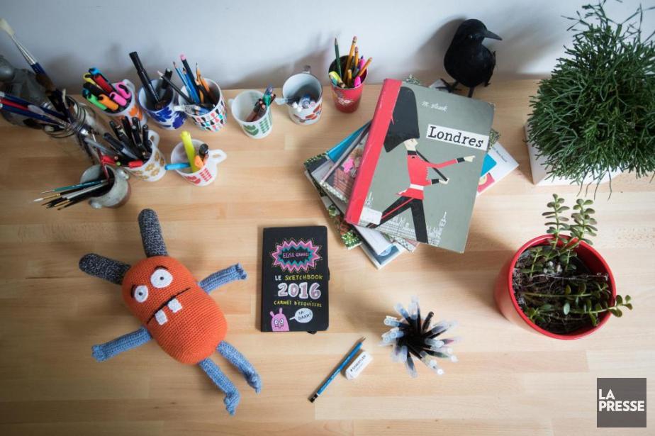 La table de travail d'Élise Gravel... (Photo Ivanoh Demers, La Presse)