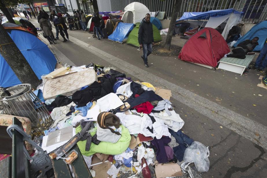 Alors que vient d'être démantelée la «Jungle» de Calais, dans le nord de la France,des campements de fortune des exilés se multiplient de façon inquiétantedans le XIXe arrondissement de Paris. (AFP, JOEL SAGET)