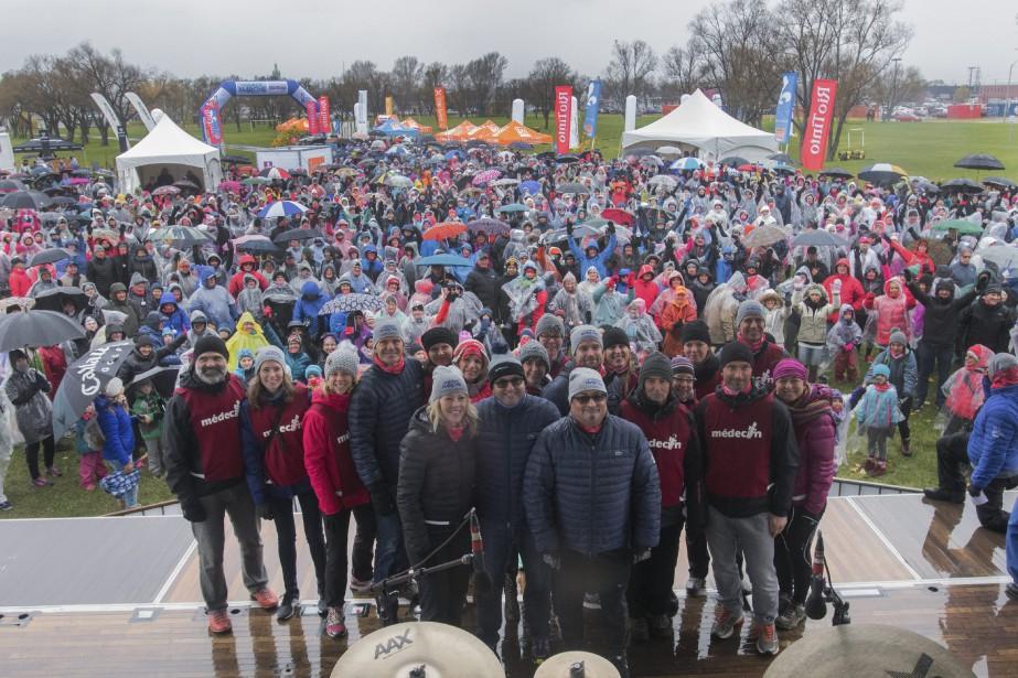 La Grande marche est organisée par le Grand défi Pierre Lavoie et la Fédération des médecins omnipraticiens du Québec. Plusieurs médecins de Saguenay ont pris part à la marche de cinq kilomètres. (Photo le Progrès-Dimanche, Michel Tremblay)