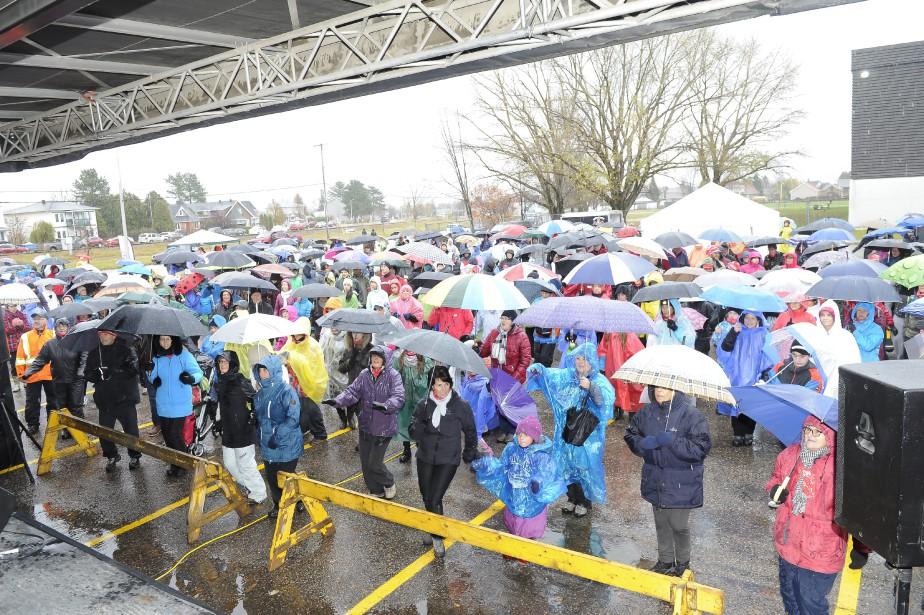 La pluie était également présente à Dolbeau-Mistassini. (Photo Le Progrès-Dimanche, Gimmy Desbiens)