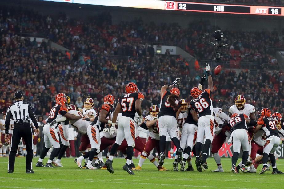Unefoule de 84 000 spectateurs s'est réunie au... (PHOTO Tim Ireland, AP)