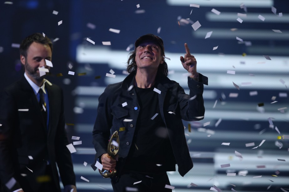 Jean Leloup a cueilli son trophée d'Interprète masculin de l'année, son deuxième prix de la soirée. (PHOTO Martin Chamberland, LA PRESSE)