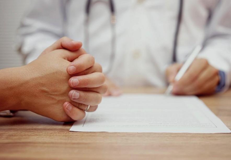«Je mentionne à ma patiente que je vais... (Photo thinkstock)