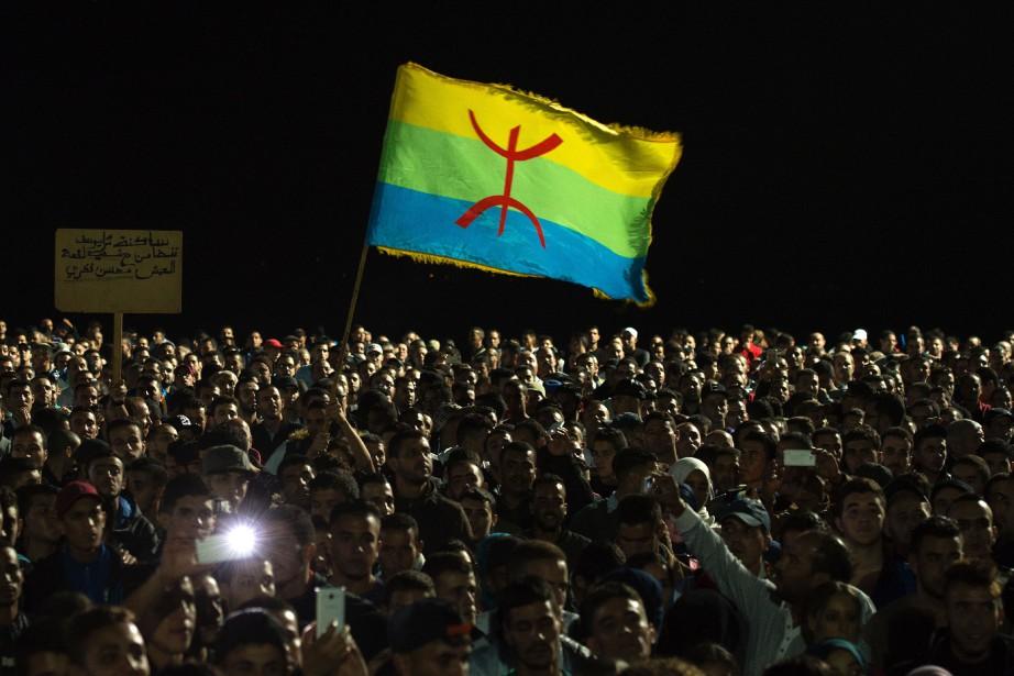 Des marcheurs ont brandi en tête d'un cortège... (AFP)