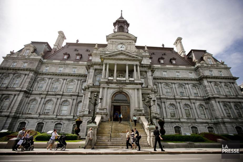 L'hôtel de ville de Montréal... (PHOTO MARCO CAMPANOZZI, ARCHIVES LA PRESSE)
