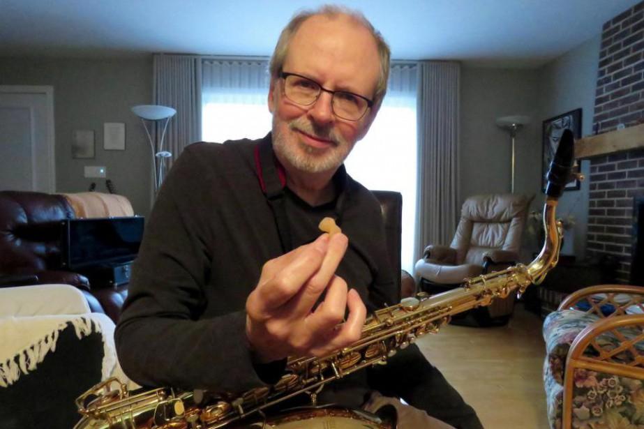 Normand Gour, joueur de saxophone, doit porter des... (Photo fournie par Normand Gour)