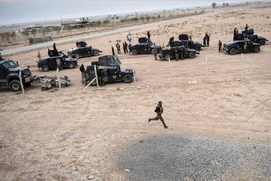 Des membres du CTS sont rassemblés près du... (photo BULENT KILIC, archives AFP)