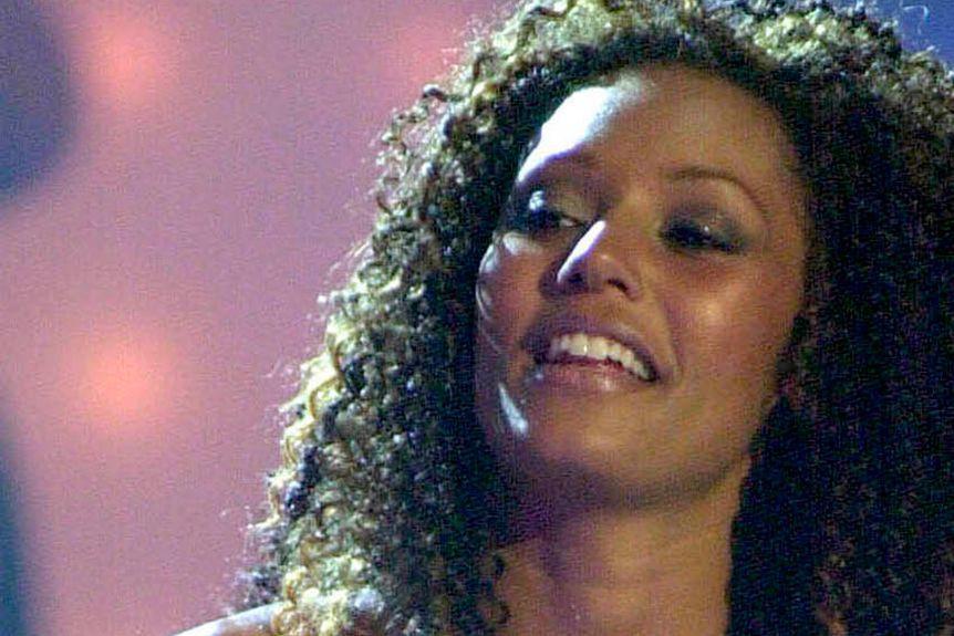 Extrait du vidéo Mama des Spice Girls.... (CAPTURE D'ÉCRAN)