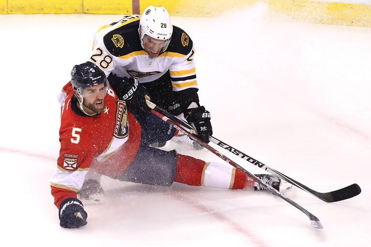 Brad Marchand et Dominic Moore ont marqué et les Bruins de... (PHOTO REUTERS)