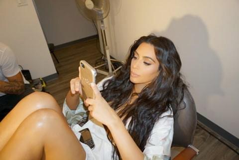 Kim Kardashian a récemment publié cette photo sur... (Photo tirée de Facebook)