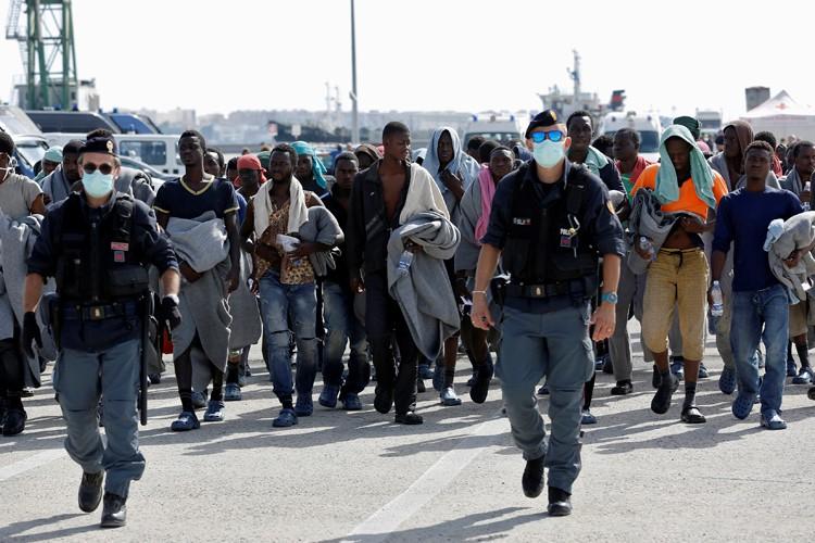 Nombre de migrants refusent d'être identifiés à leur... (PHOTO REUTERS)