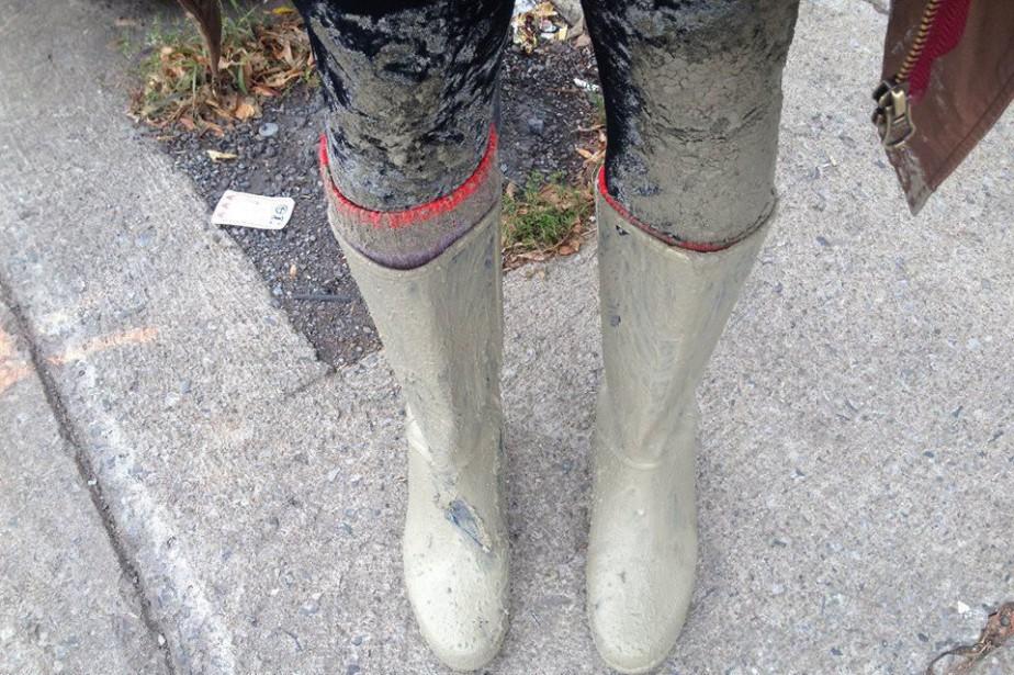 Une Montréalaise s'est enfoncée jusqu'aux genoux en marchant... (PHOTO FOURNIE PAR LA JEUNE FEMME)