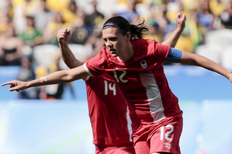 Christine Sinclair a mené le Canada à une... (Photo Miguel Schincariol, AFP)