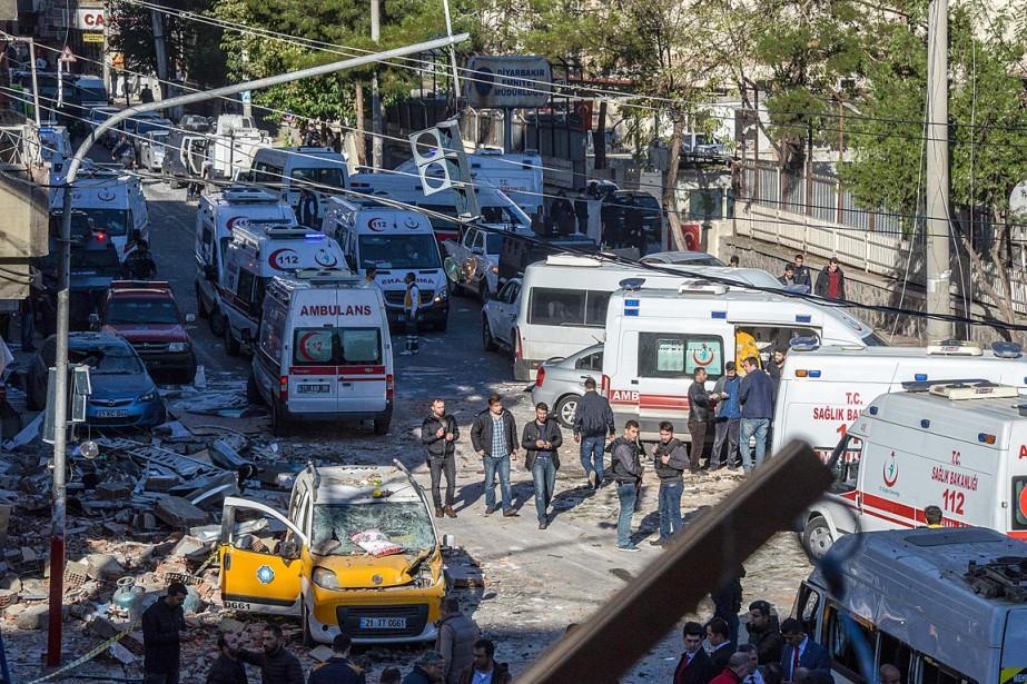 L'attaque à la voiture piégée a été perpétrée... (PHOTO ILYAS AKENGIN, AFP)