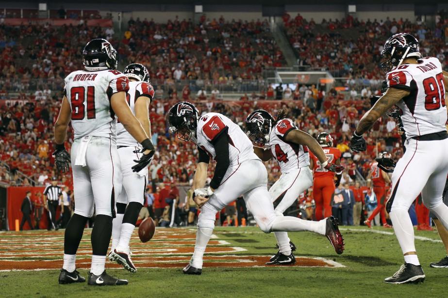 Le quart-arrière des Falcons d'Atlanta Matt Ryan (2)... (Photo Kim Klement, USA Today Sports)