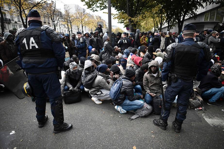 Au petit matin, les hommes, femmes et enfants... (PHOTO JOEL SAGET, AFP)