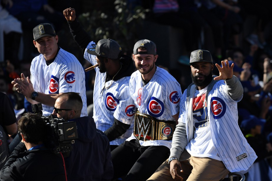 Le joueur de premier but Anthony Rizzo, le voltigeur de centre Dexter Fowler. le joueur de troisième but Kris Bryant et le voltigeur de droite Jason Heyward. (Photo Patrick Gorski, USA Today Sports)