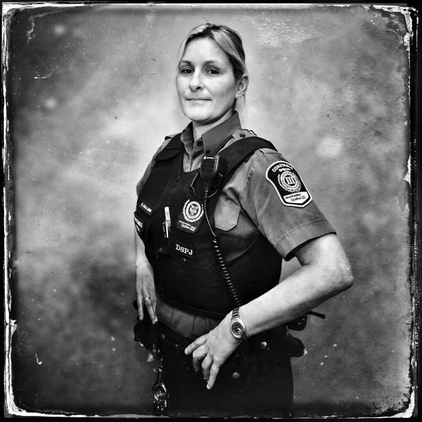 Le portrait d'une agente de sécurité du Palais de justice de Chicoutimi. (Photo courtoisie, Balint Porneczi)