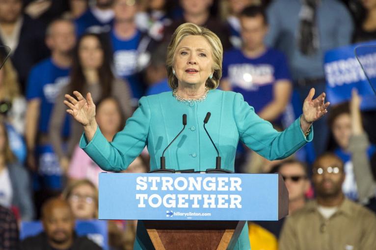 Mme Clinton, 69 ans, qui espère devenir la... (Photo AP)