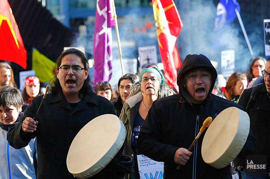 Lesmanifestantsse sont rassemblés au Square Victoria et ont... (PHOTO PATRICK SANFAÇON, LA PRESSE)