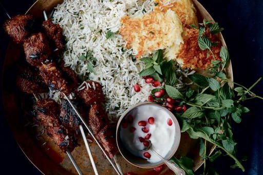 Kebabs marinés à la grenade (torshe kebab)... (photo fournie par Artisan Books)