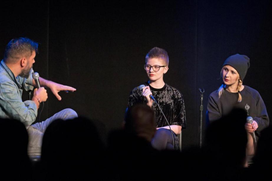 Deux membres de Pussy Riot discutent de politique... (PHOTO OLIVIER JEAN, LA PRESSE)