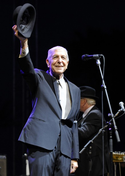 Le 17 avril 2009, Leonard Cohen se produit au Coachella Valley Music & Arts Festival, à Indio, en Californie. (Photo Chris Pizzello, archives AP)