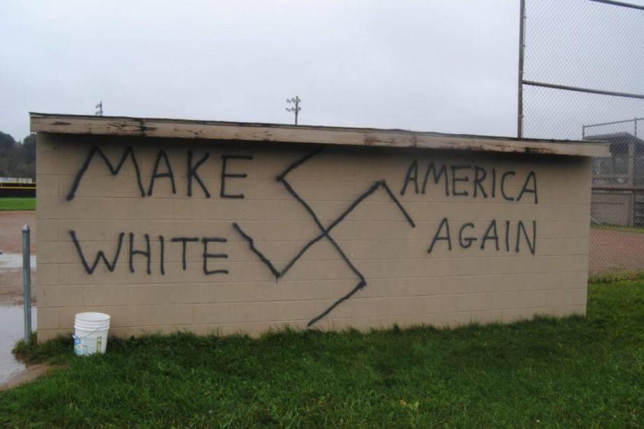 1297853-graffiti-haineux-representant-cr