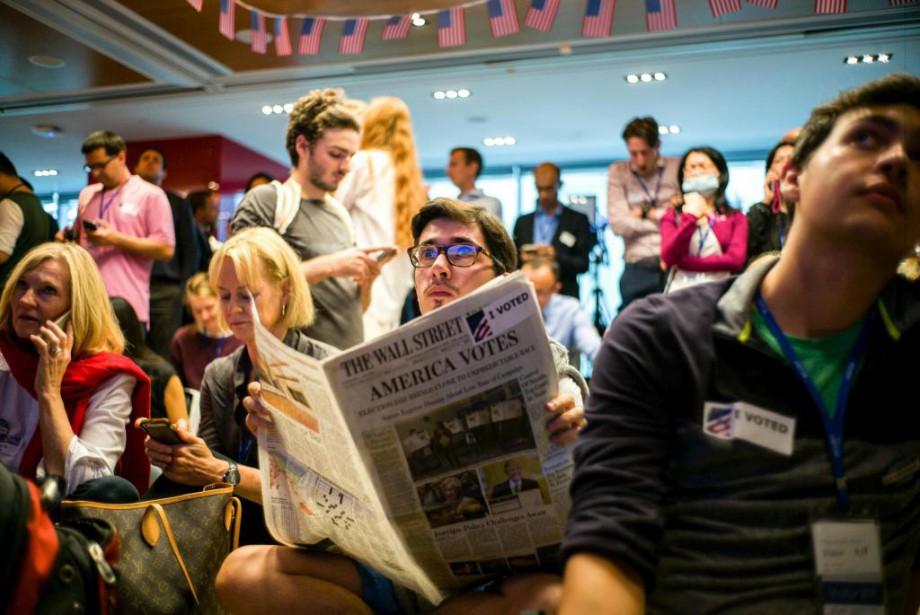 Des expatriés étaient rassemblés dans les locaux de... (PHOTO ANTHONY WALLACE, AGENCE FRANCE-PRESSE)