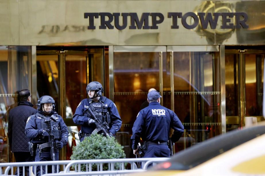 L'équipe de campagne de Trump l'a rejoint vendredi... (photo Richard Drew, AP)
