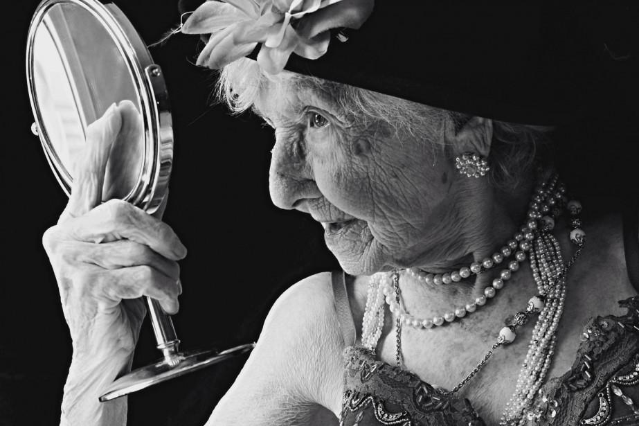 <span><span><span>À la frontière de l'art et du documentaire, Arianne Clément pose un regard sensible qui sublime la beauté de femmes centenaires. Une façon toute singulière de questionner le rapport à l'image chez la femme, à tout âge.</span></span></span> (Photo Arianne Clément)