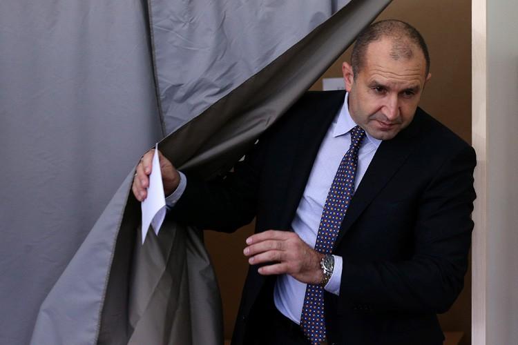 Le général Radev, élu pour cinq ans et... (PHOTO REUTERS)