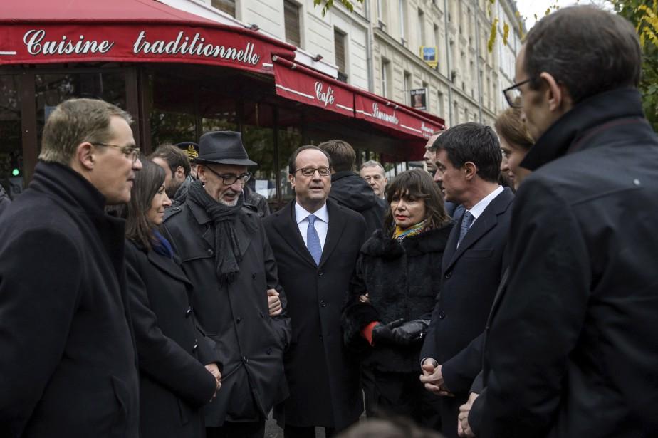 Ni le président socialiste François Hollande ni la maire de Paris, Anne Hidalgo, n'ont fait de discours durant les commémorations. (AFP, Christophe Petit Tesson)