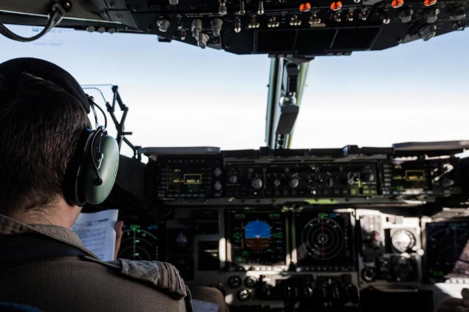 L'aviation joue un rôle déterminant dans la bataille... (PHOTO EDOUARD PLANTE-FRÉCHETTE, LA PRESSE)
