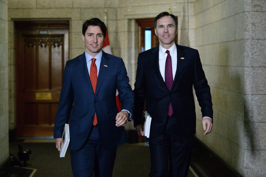 Justin Trudeau et Bill Morneau... (Photo Sean Kilpatrick, archives La Presse Canadienne)