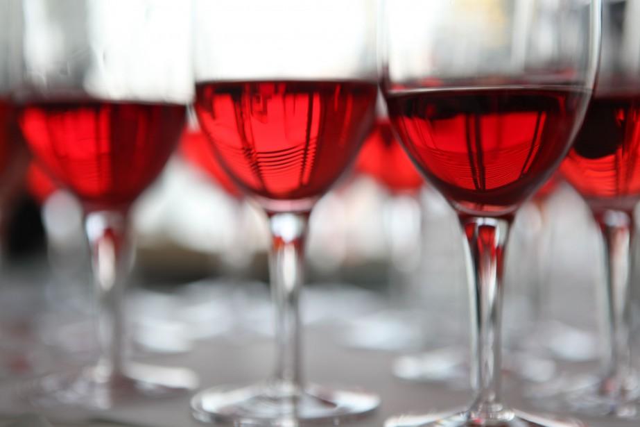 Les Québécois de 65 ans et plus boivent plus... (PHOTO ARCHIVES NEW YORK TIMES)