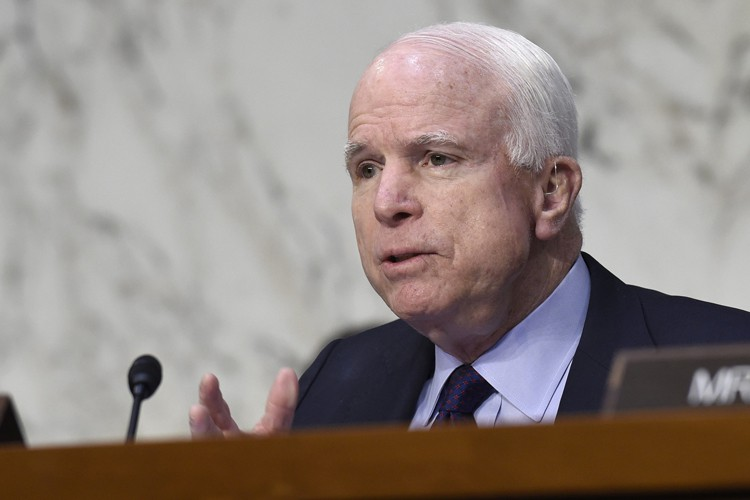 John McCain... (PHOTO AP)