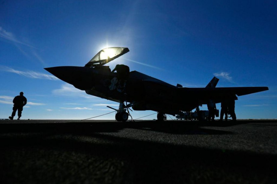 L'avion de combat furtif américain F-35,... (Photo Mike Blake, Archives Reuters)