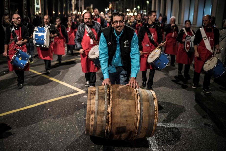 Un baril de Beaujolais nouveau lors de son... (PHOTO ARCHIVES AFP)