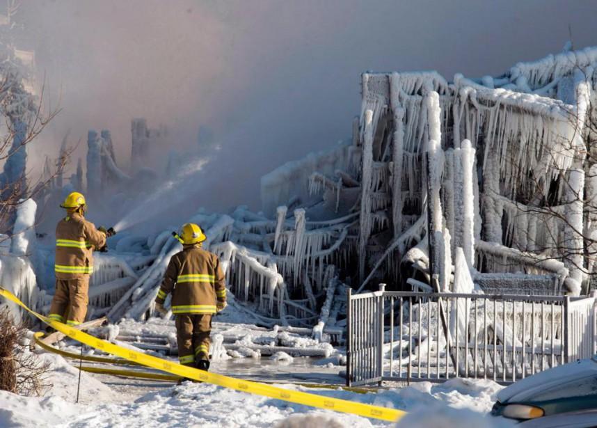 «L'incendie de la Résidence du Havre à L'Îsle-Verte... (PHOTO RYAN REMIORZ, ARCHIVES LA PRESSE CANADIENNE)