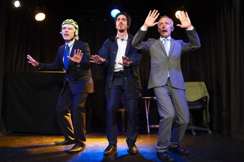 Les acteurs James Sanderson (Boris Johnson), Jack Bradley... (PHOTO AFP)