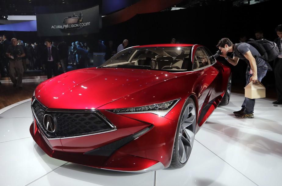 L'Acura NSX 2017 montrée durant l'avant-première média du Salon de l'auto de Los Angeles. (AP)