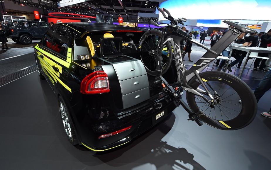 Le rangement arrière et le support à vélo duprototype Kia Niro Tri-athlète Inspired. (AFP)