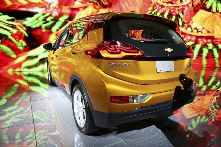 La Chevrolet Bolt tout électrique a été nommée voiture verte de l'année en marge du Salon de l'auto de Los Angeles. (REUTERS)